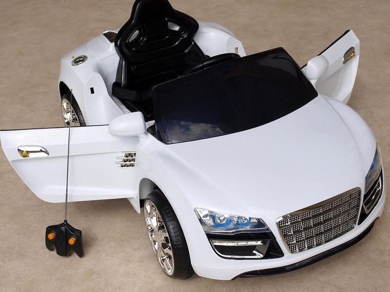ChuChu Spydercar s DO, otevírací dveře a kufr, pérování náprav, bílé