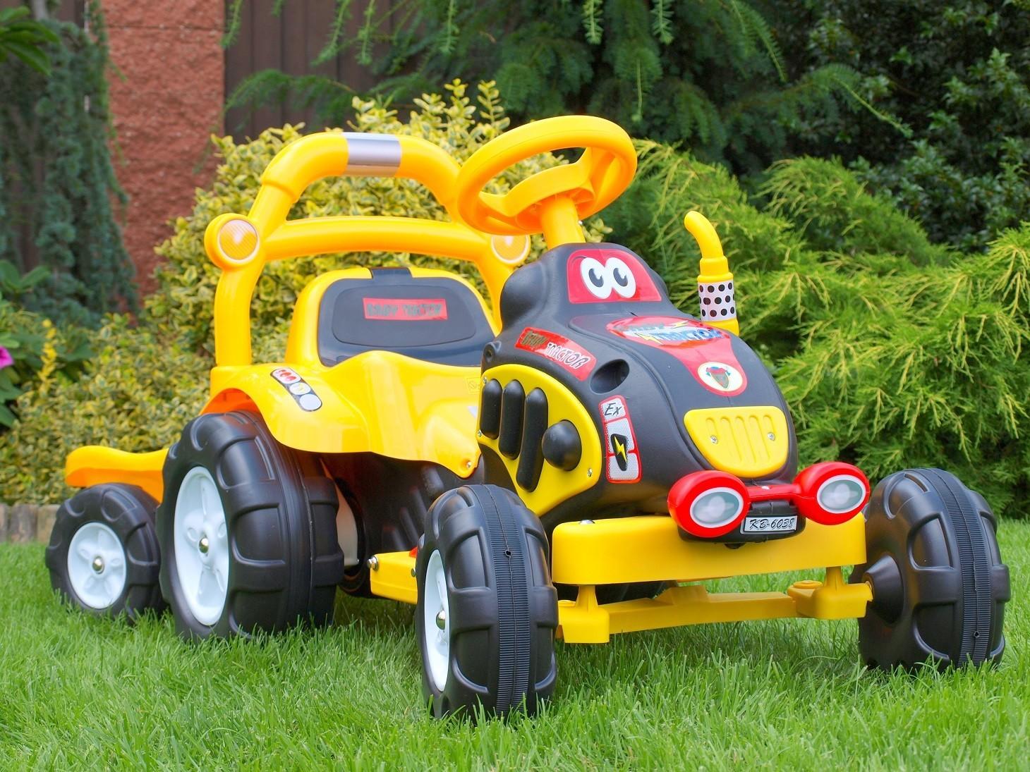 ChuChu Elektrický traktor s vlekem, nářadím a nálepkami, žlutý